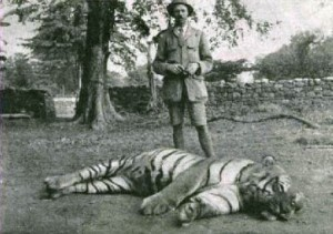 Jim Corbett with the (dead) Champawat tigress